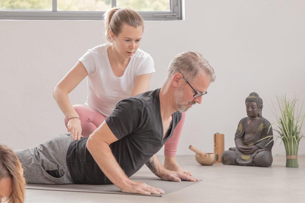 Katharina Brade Personal Yoga Mann Cobra individuell Murgtal Baden-Baden Rastatt