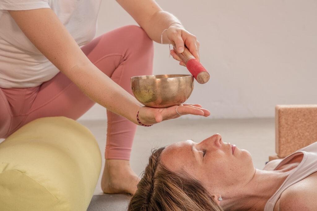 Katharina Brade Yoga Workshop Personal Yoga Menstruation Balance Frau Murgtal Baden-Baden Rastatt