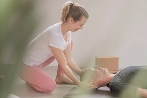 Katharina Brade Personal Yoga Savasana Entspannung Mann Murgtal Baden-Baden Rastatt